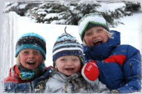 Afbeelding van kinderen in sneeuw